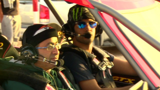 Brave Emiratis take on steep sand dunes