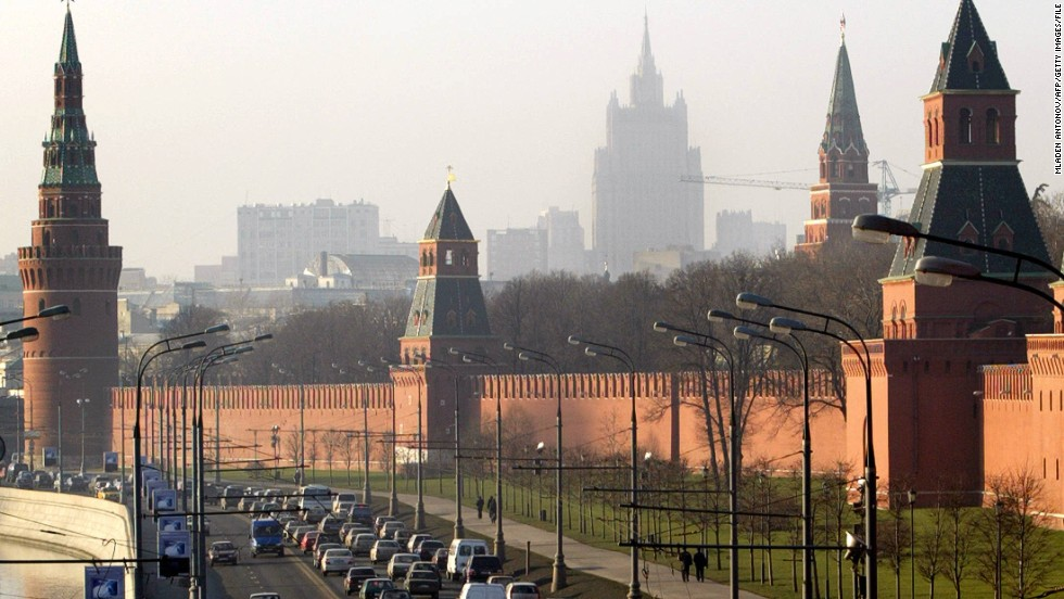 A traffic jam forms outside the Grand Kremlin Palace walls in Moscow on December 2, 2003.