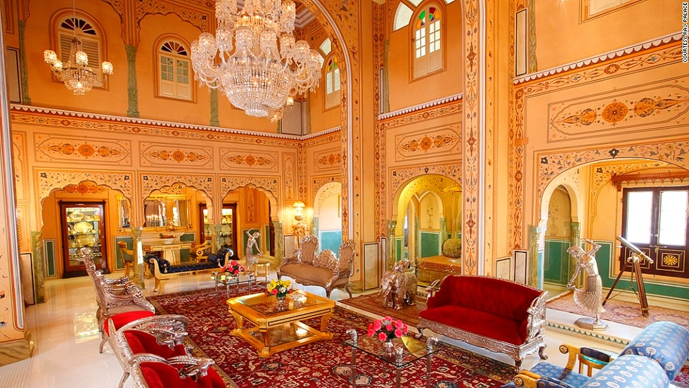 World 39 s most expensive hotel rooms take a peek inside for Luxurious hotels in the world