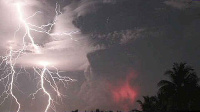 lklv indonesia volcano erupts_00014415.jpg