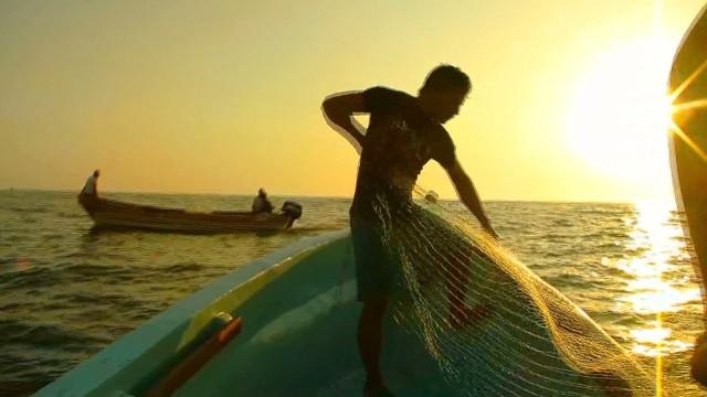 cnnee valdes el salvador being a fisherman in garita palmera_00022711.jpg