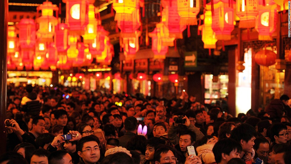 In Shanghai, the most popular Lantern Festival takes place at Yuyuan, where crowds rub shoulders to see thousands of decorative lanterns.