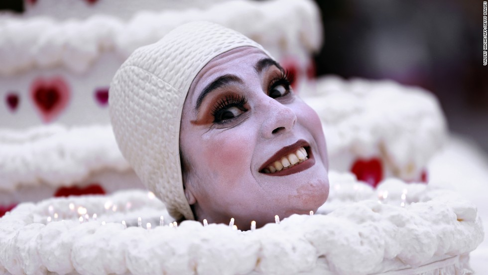 An artist takes part in the festivities February 15 in Nice.