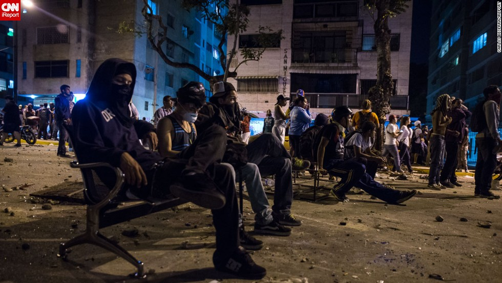 Manifestantes encapuchados en Altamira.