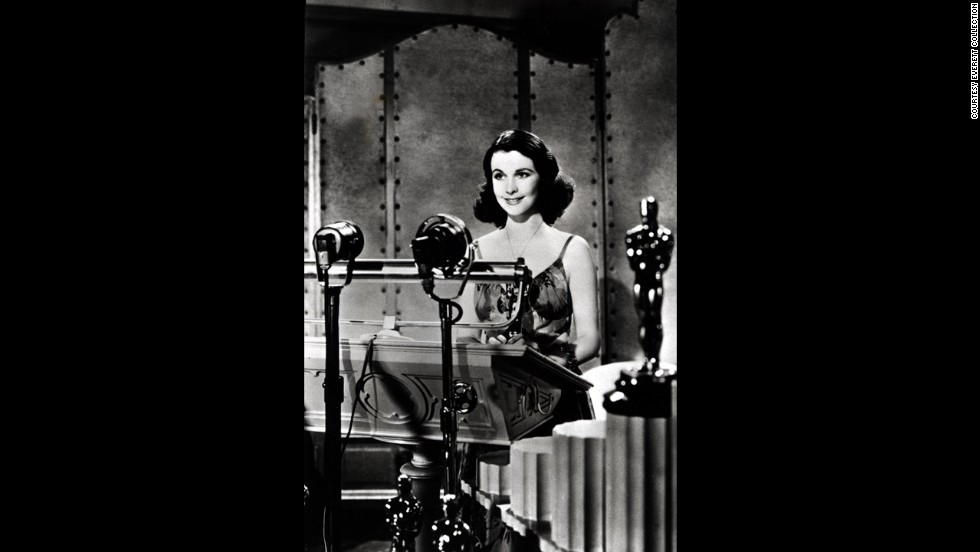 "Vivien Leigh accepts her Oscar in 1940 for her performance in ""Gone With the Wind."""