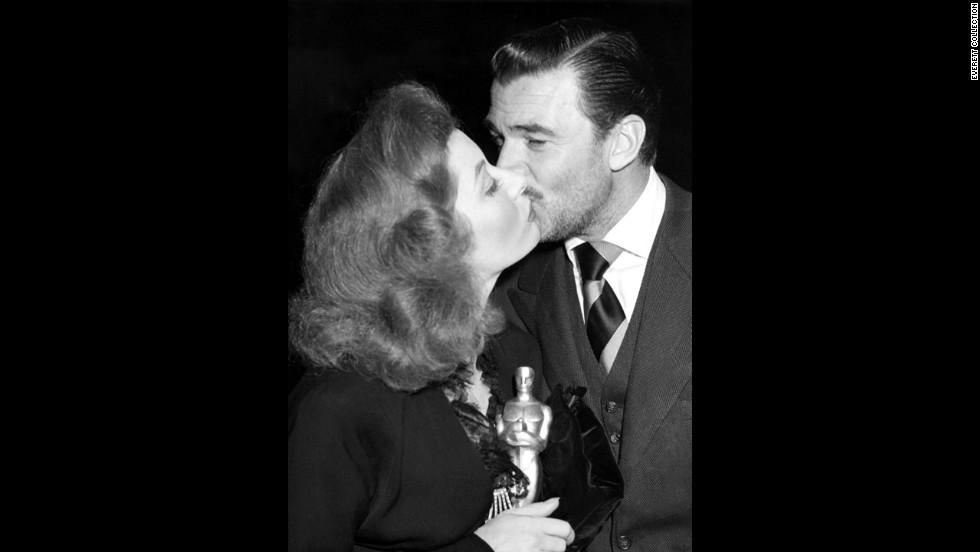 "After winning the best actress Oscar in 1943, Greer Garson gets a congratulatory kiss from her ""Mrs. Miniver"" co-star Walter Pidgeon."