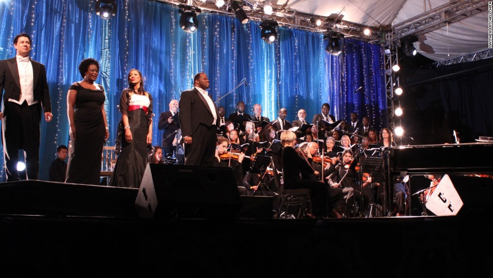 HIFA features various genres including theater, dance, craft, design and music. Here American Opera singers are accompanied by an international orchestra and a locally assembled Festival Chorus.