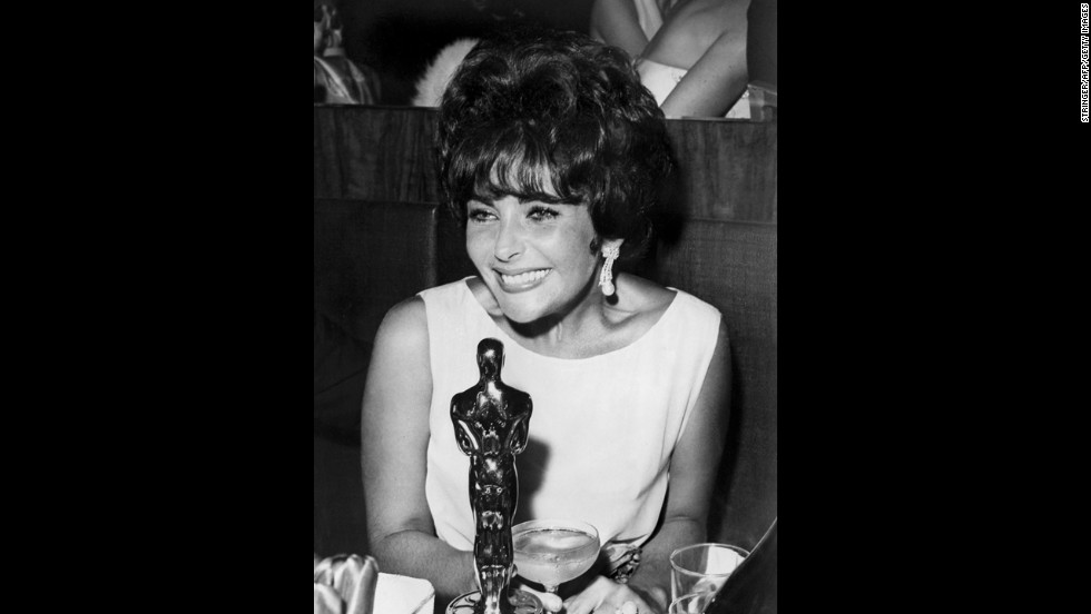 Elizabeth Taylor helped build her reputation as a style icon at the 1961 Oscars, when she pulled off a cheery yet sophisticated sleeveless dress with a floral motif.