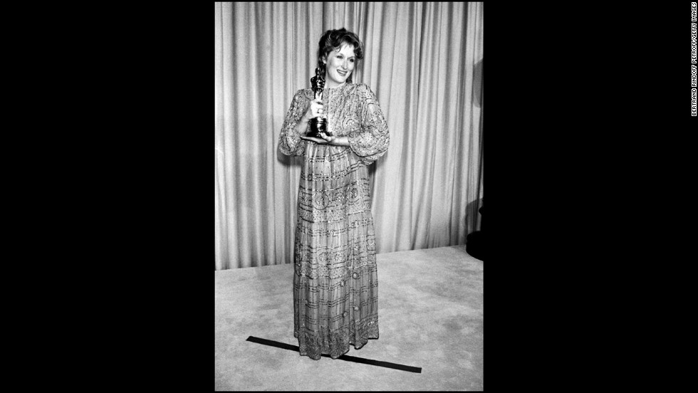 "Meryl Streep holds her best actress Oscar for ""Sophie's Choice."""
