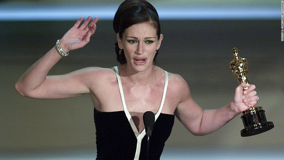 """Julia Roberts holds her Oscar for her role in """"Erin Brockovich."""""""