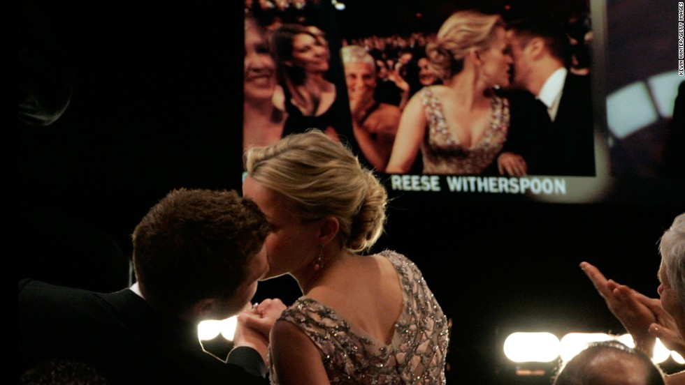 """Reese Witherspoon kisses then-husband Ryan Phillippe before going on stage to accept the best actress award for """"Walk the Line."""""""