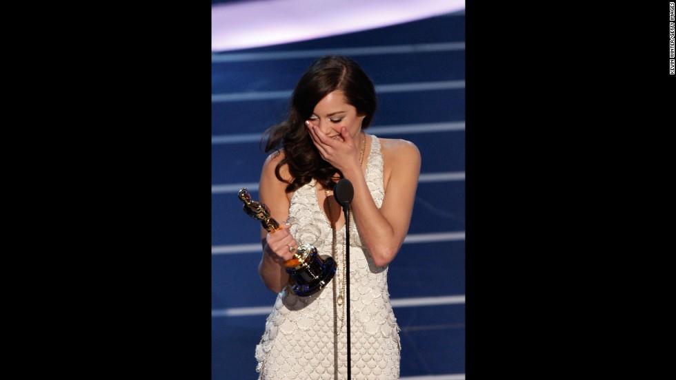 "Marion Cotillard accepts the Oscar for her role in ""La Vie en Rose."""