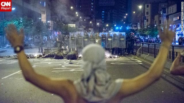 EL día sabado 15 de febrero, los estudiantes y la guardia nacional protagonizaron violentos enfrentamientos que culminaron con varias decenas de heridos y por lo menos 4 detenidos en Chacao-Caracas