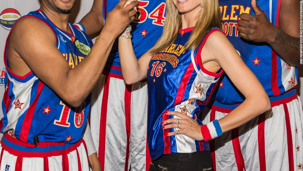 Heidi Klum helped welcome the Harlem Globetrotters to the Staples Center on February 16.