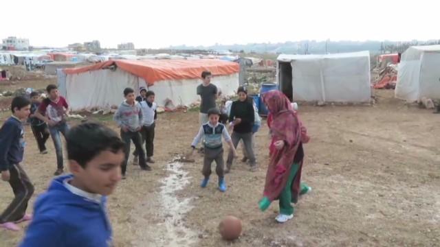 cnnee syria malala playing soccer_00001406.jpg