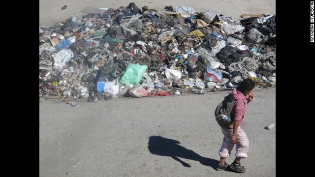 Trash piles up at the El Bordo shantytown.