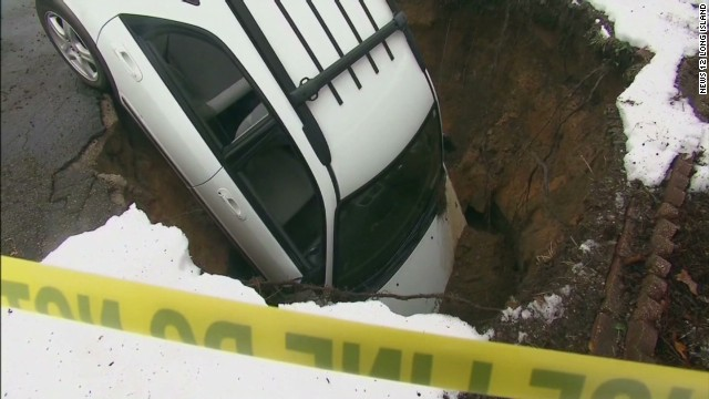 newday new york car in sinkhole_00001409.jpg