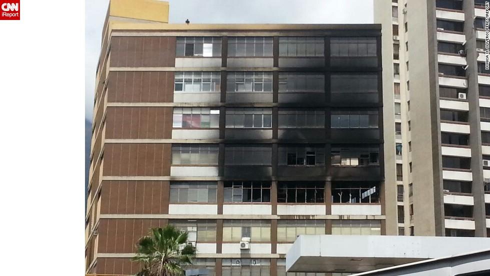 El edificio quemado es el mismo al que le entró la bomba lacrimógena en Los Cortijos el 20 de febrero.