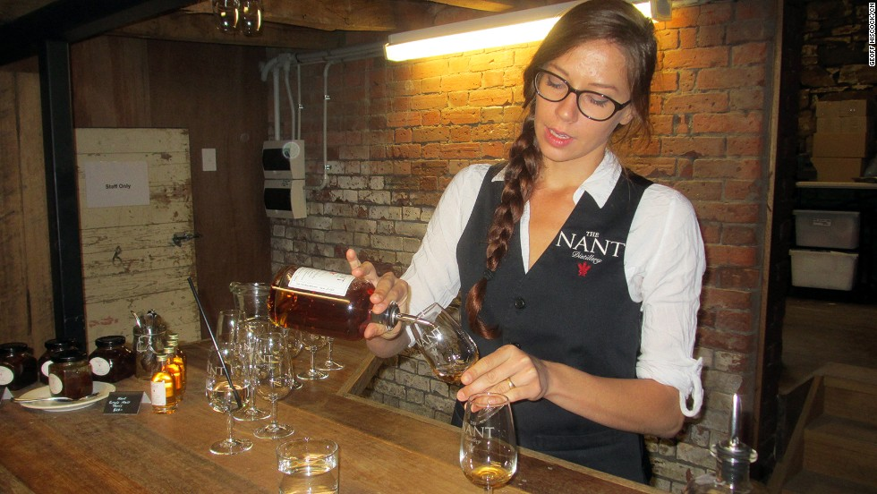 "The <a href=""http://www.gourmettasmania.com.au/places/category/whisky/"" target=""_blank"">Tasmanian Whisky Trail</a> brings visitors to the Nant Distillery tasting counter."