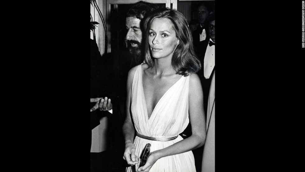 Is this not the very picture of '70s glam? Part of that has to do with Lauren Hutton, who was one of the era's top models, but we can't discount her tastefully sexy Christian Dior gown.
