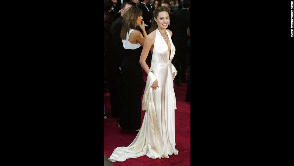 Angelina Jolie has had some dark moments on the Oscars red carpet, but in 2004 she hit a high note with an old-Hollywood white satin gown that made us recall that other screen siren, Marilyn Monroe.