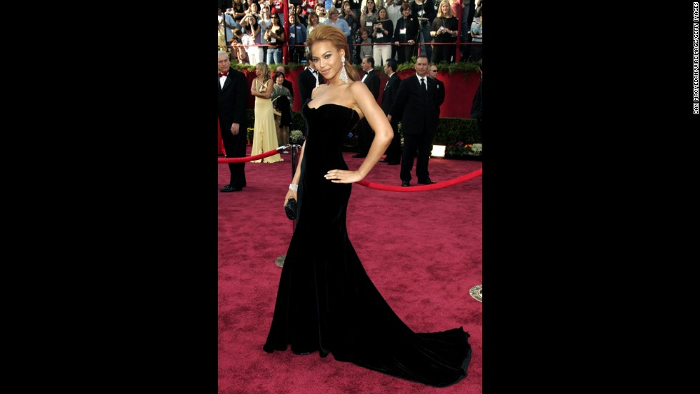 "Velvet is incredibly hard to pull off at an upscale event -- <a href=""http://www.cnn.com/2013/01/14/showbiz/celebrity-news-gossip/golden-globes-jolie-leg-pose/"">just ask Angelina Jolie.</a> But Beyoncé being, well, Beyoncé, she made this finely cut Versace look ""Flawless"" at the 2005 Oscars."