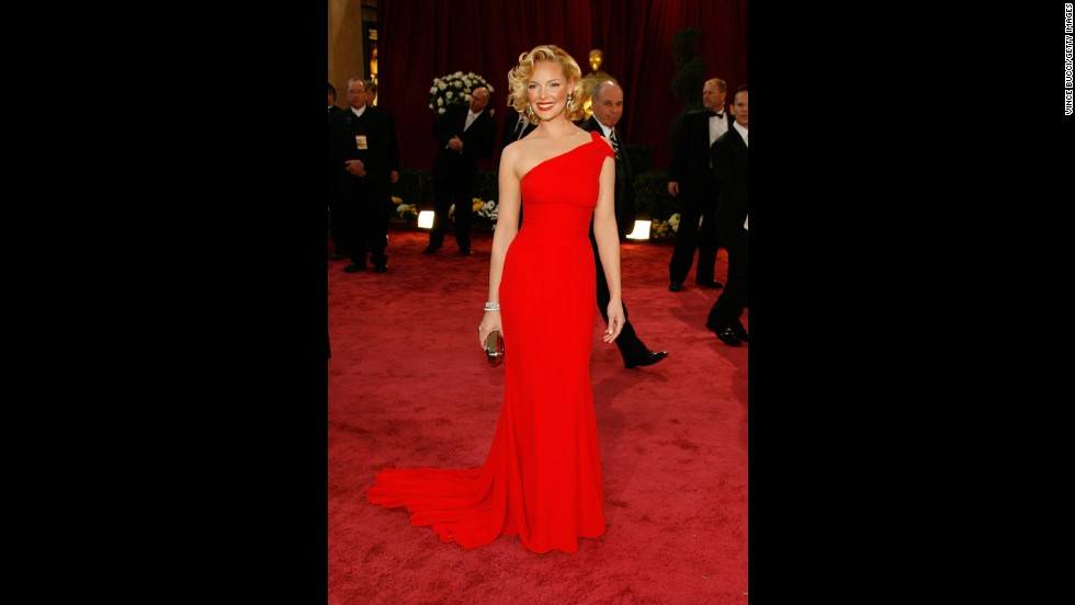 Katherine Heigl became yet another ace lady in red at the 2008 Oscars, when she followed in the footsteps of Kate Winslet before her and slipped into a single-strap dress with a sleek silhouette.