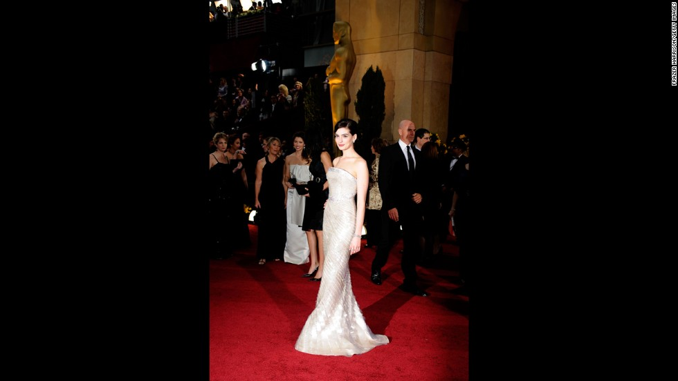"Anne Hathaway came to the 2009 Oscars ready to stop traffic. In a shimmering Armani Privé gown, the actress didn't even need to win the best actress title for ""Rachel Getting Married"" -- she already looked better than Oscar himself."