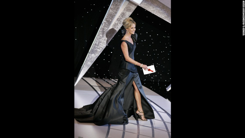We're pretty sure Charlize Theron attended the 2006 Oscars, but it was hard to tell thanks to this forest-green gown nearly swallowing her whole.