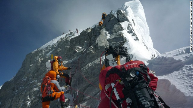 Climbers will have the aid of police stationed at Everest to resolve disputes more quickly.