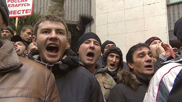 Tensions rise over Crimea