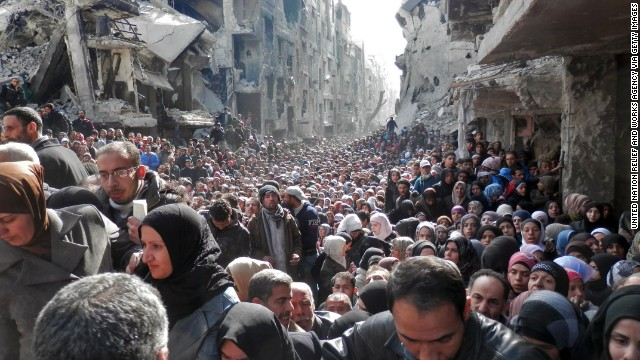 Thousands of residents pack a street in Yarmouk in the hopes of getting food aid in January 2014.