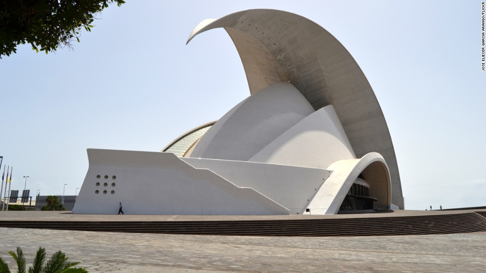 The Auditorio de Tenerife Adán Martín in Spain has a 50-meter-high overhanging roof, intended to give the impression of animal-like movement and flexibility.<strong> Architect: </strong>Santiago Calatrava S.A.