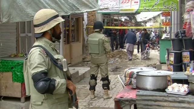 pkg moshin pakistan court suicide bombers attack_00010918.jpg