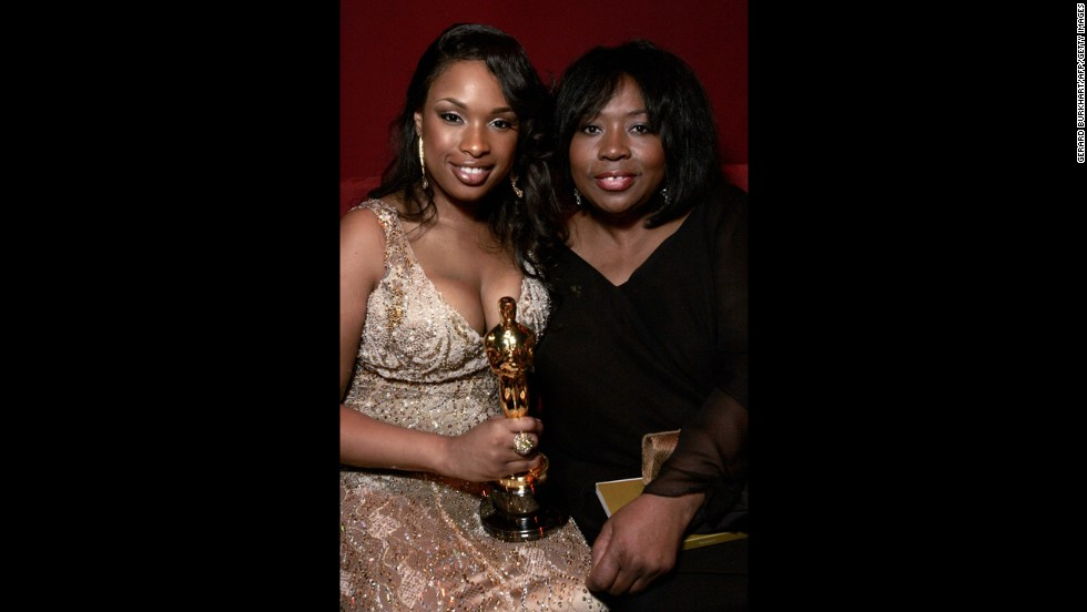 "Best Actress in a Supporting Role winner Jennifer Hudson, left, and her mother Darnell Hudson are pictured during the Governors Ball following the 79th Annual Academy Awards in Hollywood, on February 25, 2007. Hudson won for her role in ""Dream Girls."""