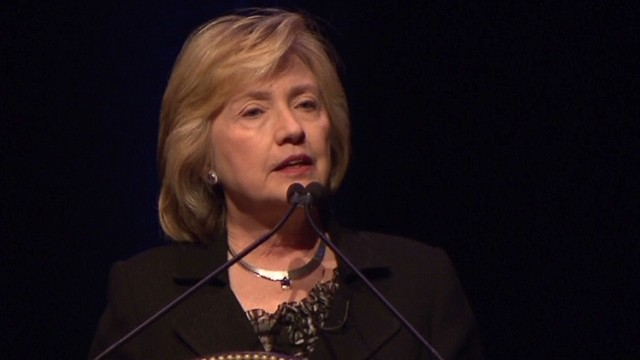 Clinton clarifies Putin-Hitler comments