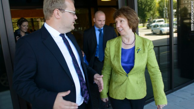 Estonian Foreign Minister Urmas Paet and EU foreign policy chief Catherine Ashton at a meeting in 2013.