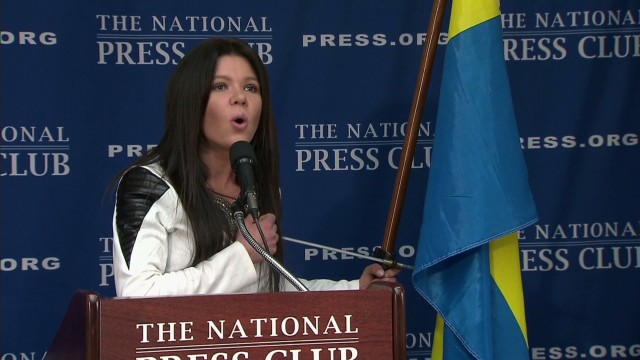 Ukraine Pop Star sings National Anthem_00022429.jpg