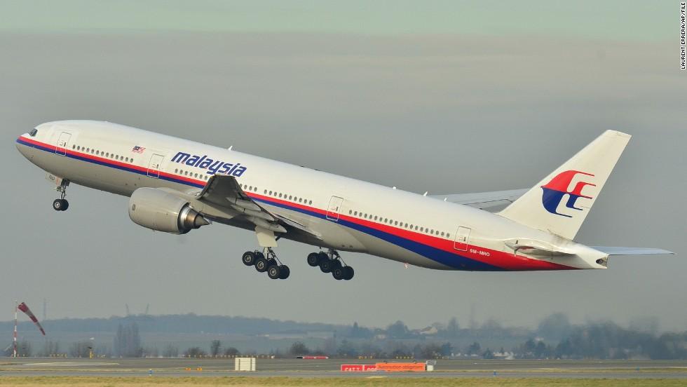 A pesar de las intensas labores de búsqueda, poco se sabe del paradero del avión.