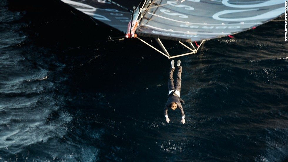 At the finish of his mast walk, Thomson dived into the ocean waters.