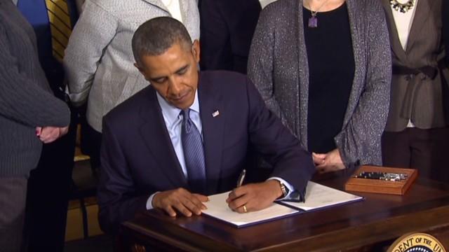 nr obama signs presidential memorandum overtime_00024127.jpg