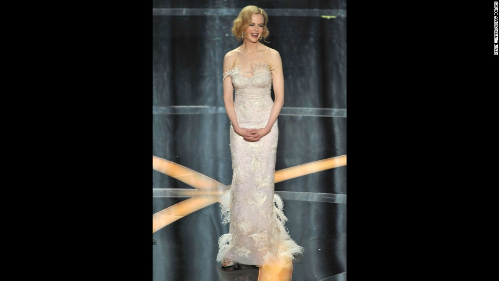 Actress Nicole Kidman, in a L'Wren Scott gown, presents the award for best actress at the 2009 Academy Awards.