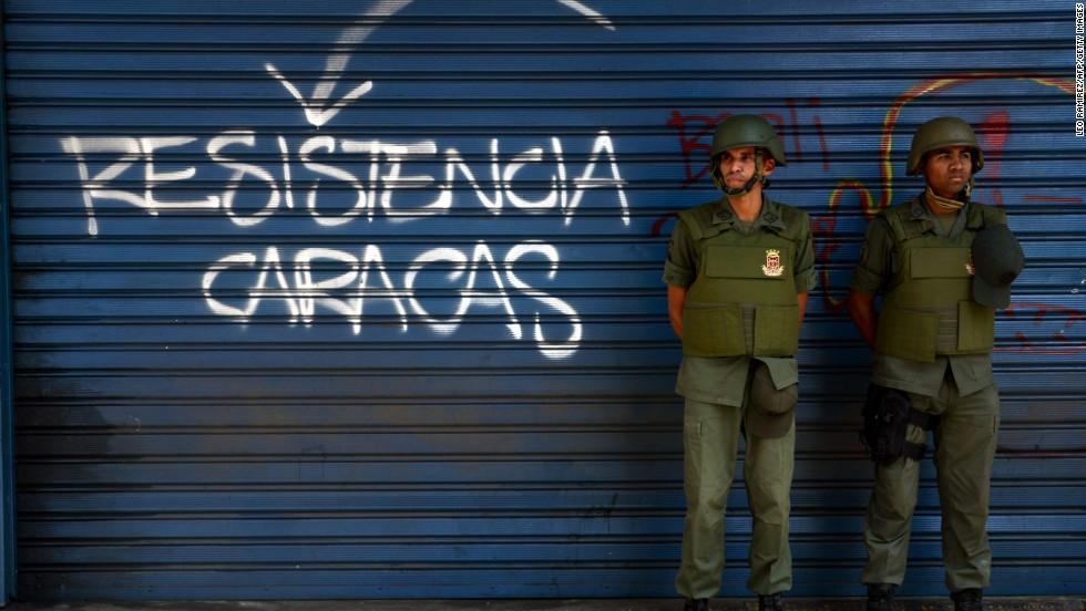 Guardias Nacionales en la plaza Altamira, foco de protestas de la oposición, el 17 de marzo.