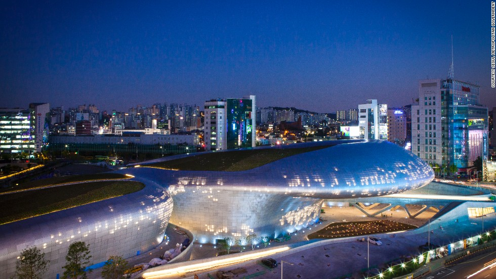 The new cultural center will host events throughout the year and remain open 24 hours to accommodate nighttime tourists. The Dongdaemun district is famous for late-night shopping.