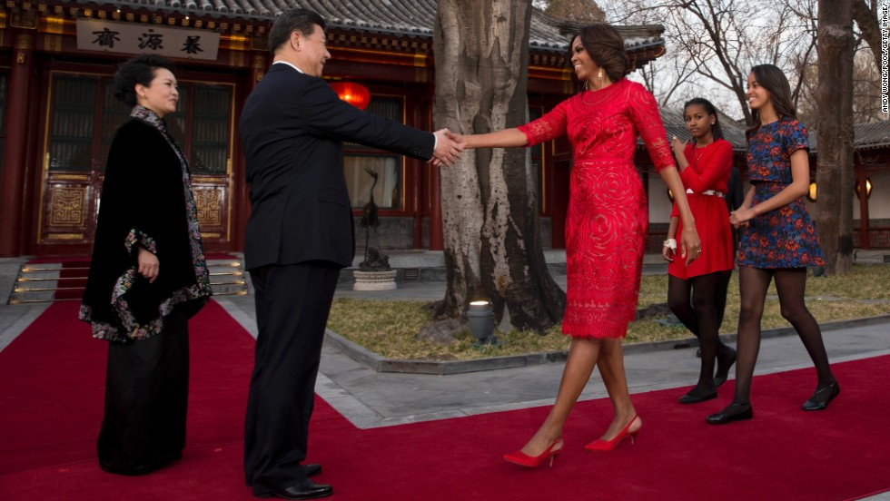 Chinese President Xi Jinping and his wife greet Obama, Sasha and Malia at the Diaoyutai State guest house in Beijing.