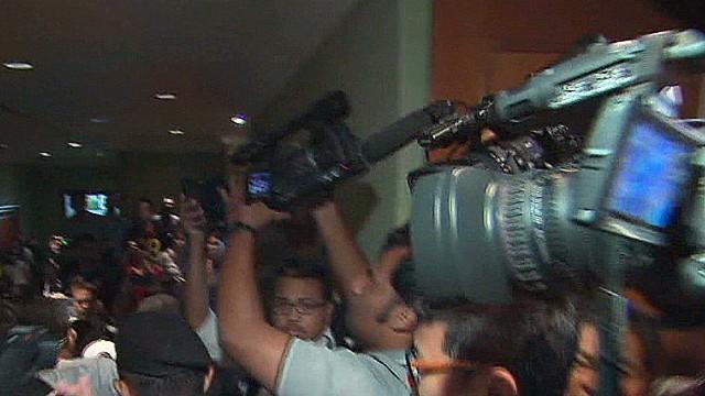 pkg ripley malaysia plane media frenzy_00010912.jpg