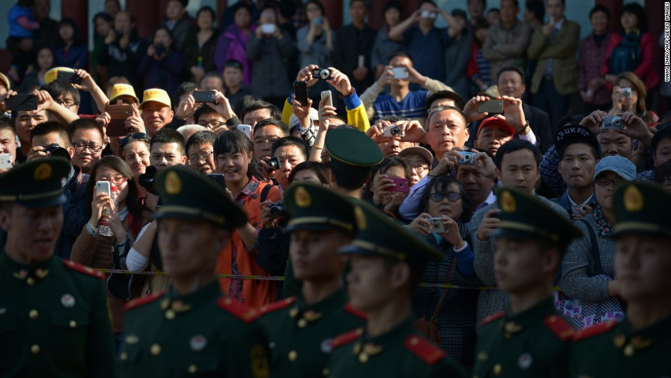 A crowd of onlookers tries to take photos as Obama arrives at the Summer Palace in Beijing.