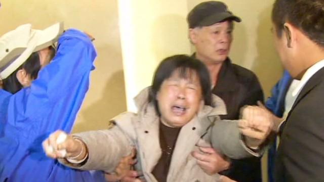 sot lv flight 370 families upset mckenzie_00015921.jpg