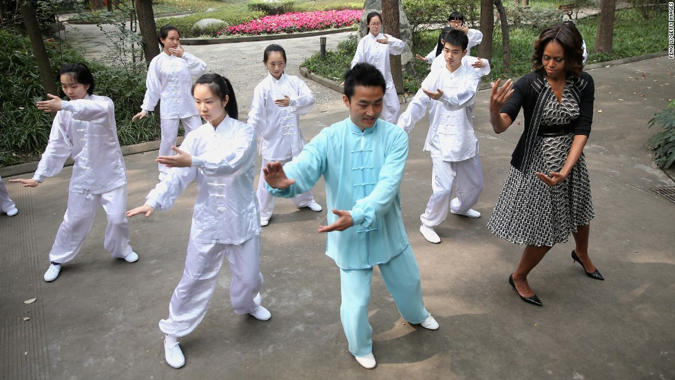 Obama learns tai chi during her visit to Chengdu No. 7 High School on Tuesday, March 25.