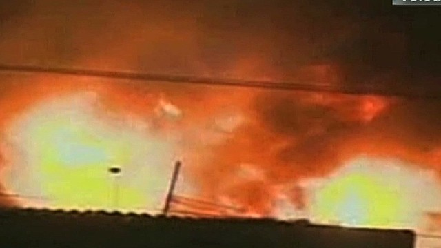 cnnee ruiz guatemala fire in main market_00011620.jpg